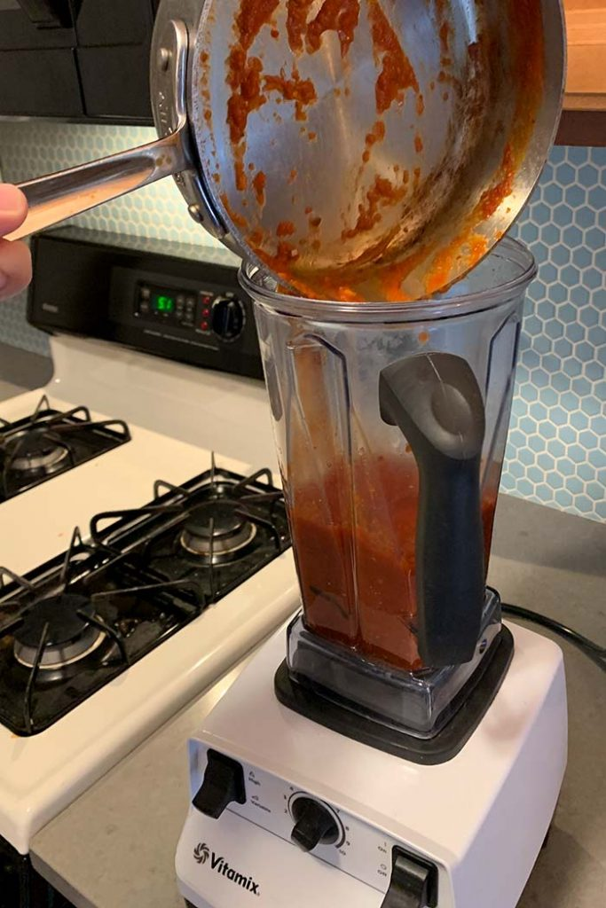 blending low carb tomato sauce in stand blender 1